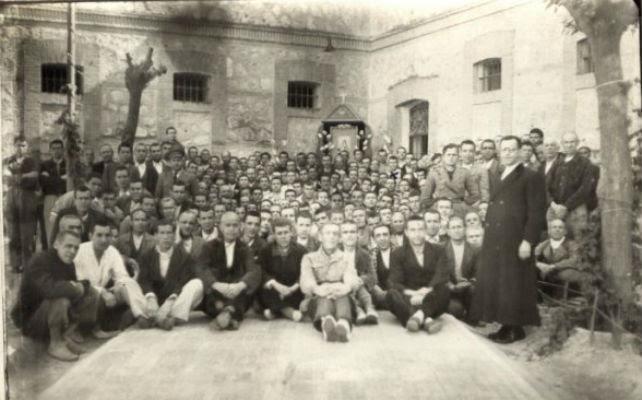 Grupo de presos dentro de la carcel de Ocaña