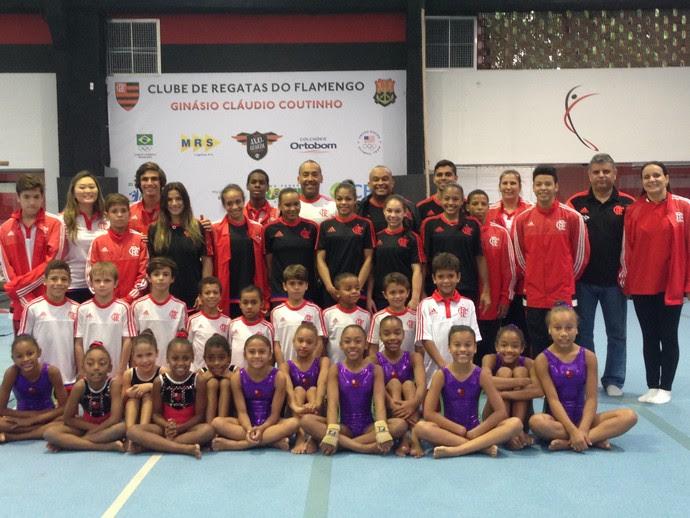Equipe de ginástica do Flamengo na reinauguração do ginásio (Foto: Danielle Rocha)