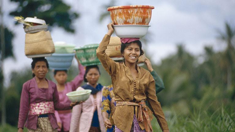 Día Internacional de la Mujer: OIT: Las mujeres siguen teniendo menos posibilidades que los