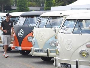 """Segundo a Volkswagen, o encontro é um dos 15 """"desejos"""" da Kombi, impressos numa campanha publicitária que funciona como um """"testamento"""" do utilitário antes de sua despedida. (Foto: Flavio Moraes/G1)"""