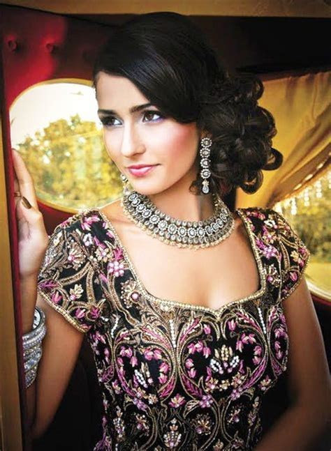 Best Indian Wedding Hairstyles for Brides 2018   BestStylo.com