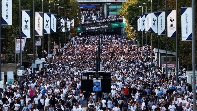 Torcida do Tottenham foi em peso a Wembley  (Foto: Uefa.com)