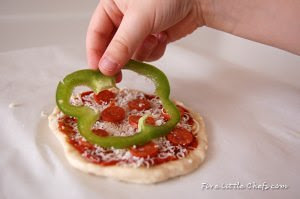 St. Patrick Day Personal Pizza from fivelittlechefs.com #recipe #pizza