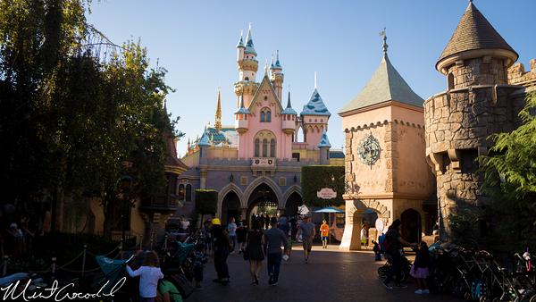 Disneyland Resort, Disneyland, Fantasyland, Sleeping Beauty Castle, Snow, Christmas Time