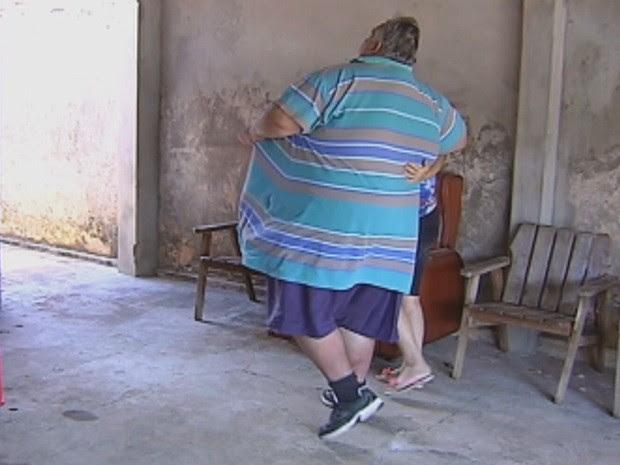 O IMC de Jéferson passa de 87 e o coloca no grau mais alto de obesidade (Foto: Reprodução/TV TEM)