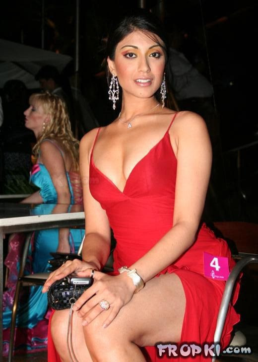 Bollywood-Celebrities-Deep-Neck-Open-Chest-Blouse-Dress-Designs-Indian-Actresses-Strapless-Dress-6