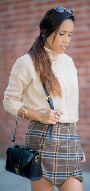 Plaid skirt and turtleneck sweater - PlogStyle