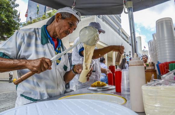 En la calle puede disfrutarse de un buen café venezolano.