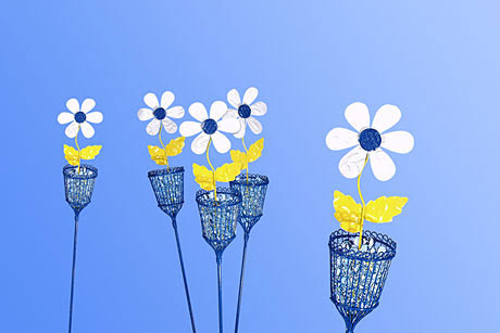 Delightful Daisy Decor | FaveCrafts.