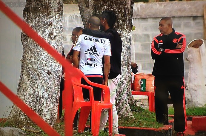 Frame - Leo Moura no Ninho do Urubu (Foto: Reprodução/Sportv)