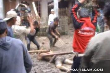 http://www.voa-islam.com/timthumb.php?src=/photos2/Azka/kerusuhan-cikeusik-bunuh.jpg&h=235&w=355&zc=1
