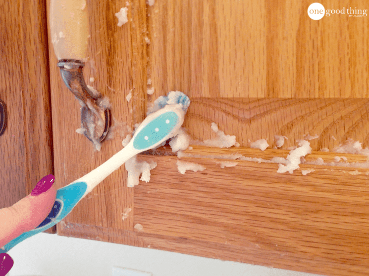 How To Clean Grimy Kitchen Cabinets With 2 Ingredients ...