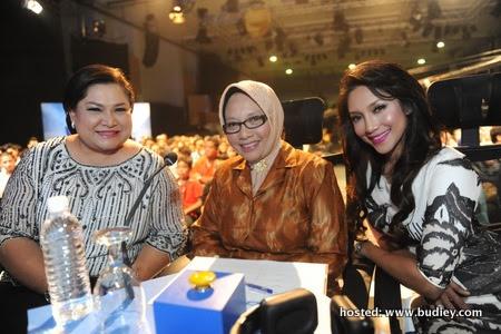 Ziana Zain selaku ketua juri, Siti Hajar & Adibah Noor selaku juri jemputan