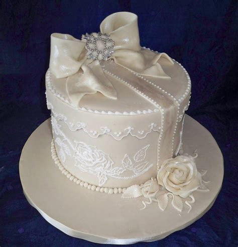 Vintage Wedding Cakes   vintage round box wedding cake