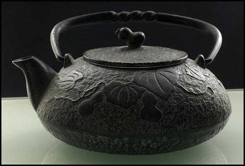 Japanese cast iron tea pot by koby2160