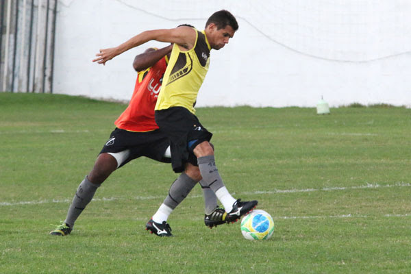 João Paulo está se preparando para voltar a vestir a camisa do alvinegro, no jogo contra o Joinville