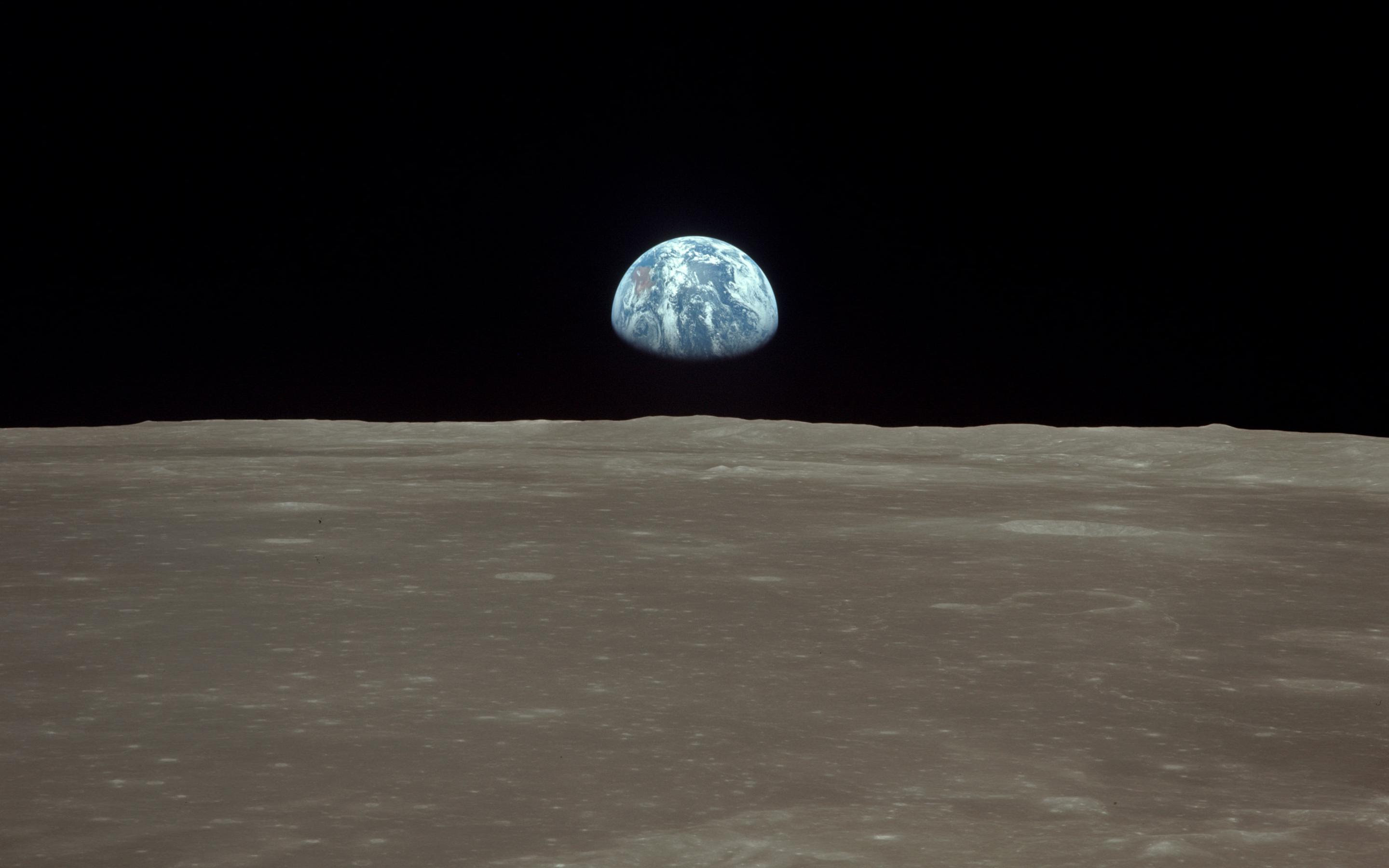 Earthrise 2340x2327 : space