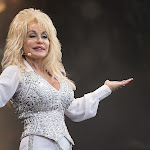 'dolly Parton's Heartstrings' Netflix Series Details Announced - Taste Of Country