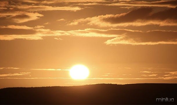 Devido a uma peculiaridade genética chamada de reflexo espirro photic, cerca de um terço da população vai espirrar quando se olha para o sol