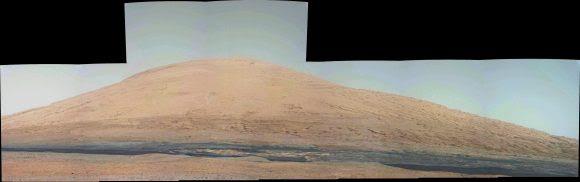 Dunas de color negro al pie del monte Aeolis vistas por Curiosity (NASA/JPL).