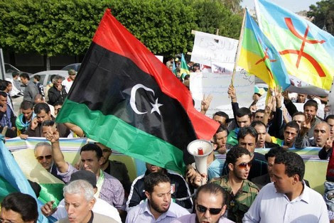 """أمازيغ يقتحمون مقر البرلمان الليبي مطالبين بـ""""دسترة حقوقهم"""""""