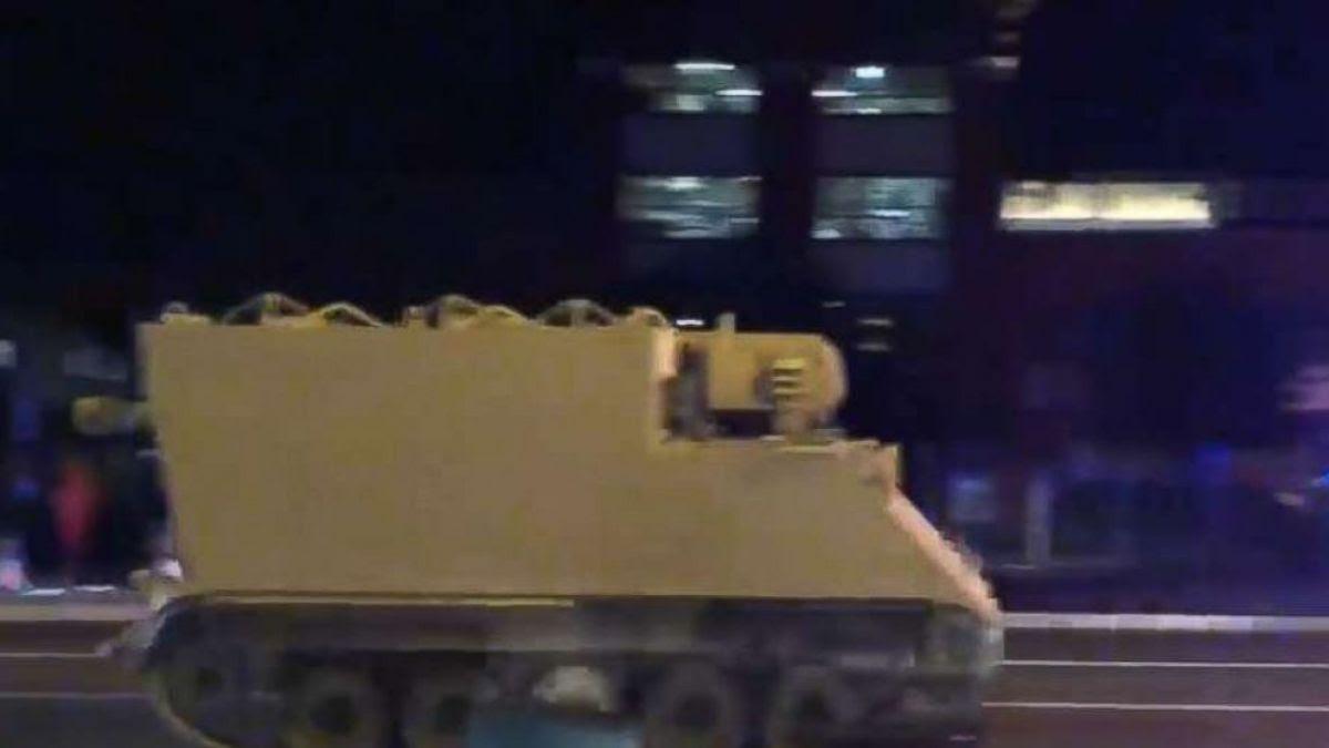 [VIDEO] Policía de EEUU persigue por más de una hora a soldado que robó vehículo armado