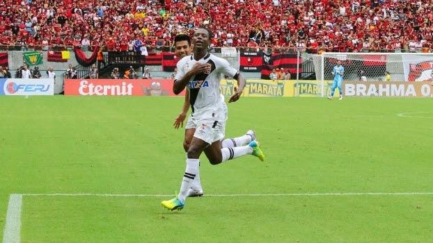 Andrezinho comemora depois de abrir o placar para o Vasco