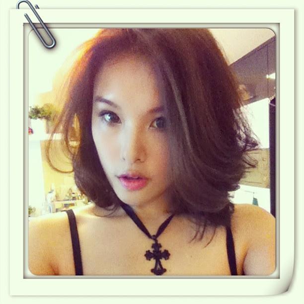 My hairstyle today. Random curls. #ootd #hair #hairstyle #koreanlook #koreanfashion
