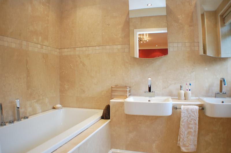 Modern Bathroom Design Ideas, Photos & Inspiration ...