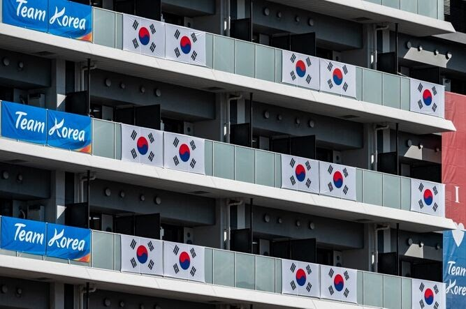 COREA DEL SUR RETIRA PANCARTAS EN VILLA OLÍMPICA CONSIDERADAS HOSTILES EN JAPÓN