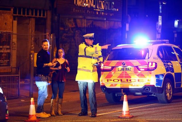 Αποτέλεσμα εικόνας για 19 dead in explosion at Ariana Grande concert in Manchester, U.K.