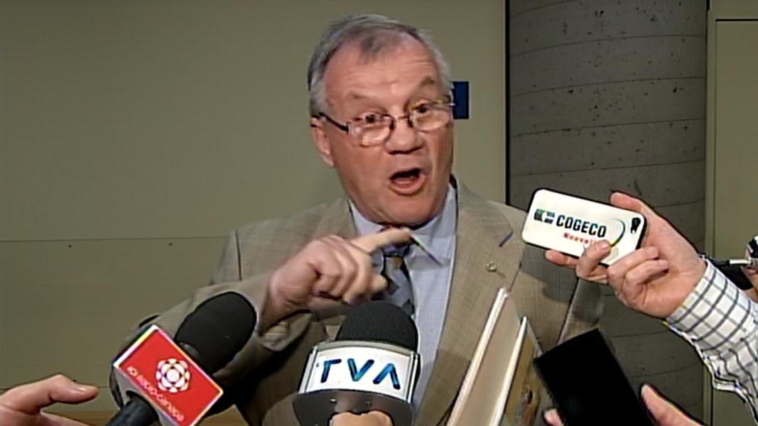 Dans un excès de rage, de colère et de tristesse, mais aussi pour «remettre les pendules à l'heure», le conjoint de Lise Thibault, Réal Cloutier, a décidé de s'adresser aux médias au sortir de la salle d'audience en ce vendredi 22 mai 2015, à Québec.  CAPTURE D'ÉCRAN/TVA NOUVELLES/AGENCE QMI