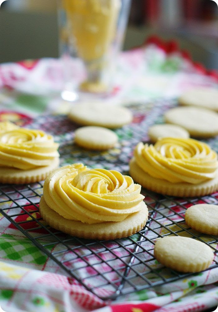 yellow rose (buttercream frosted) cookies