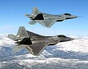 அமெரிக்காவின் அதி நவீன போர் விமானம் F-22. பல நோக்கு  stealth வகை தாக்குதல் விமானமான இது தானே தரவுகளைத் திரட்டி தாக்குதல் இலக்குகளை துள்ளியமாக இனங்காட்டக் கூடியது.