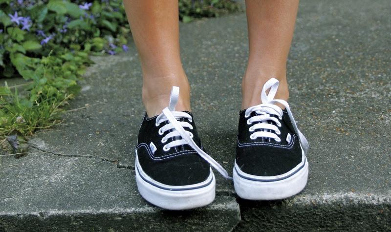 proIsrael: Vans Slip On Black White On Feet