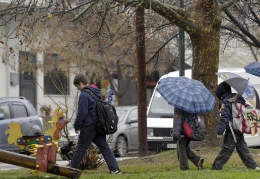 Καιρός: Συνεχίζεται ο... μίνι χειμώνας με βροχές και καταιγίδες! Δείτε που