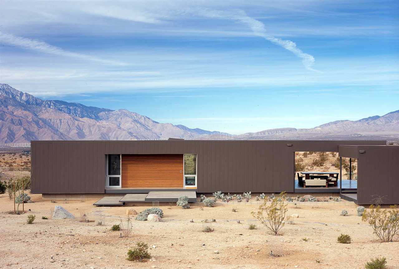 Contemporary House in Desert Hot Springs by Marmol Radziner