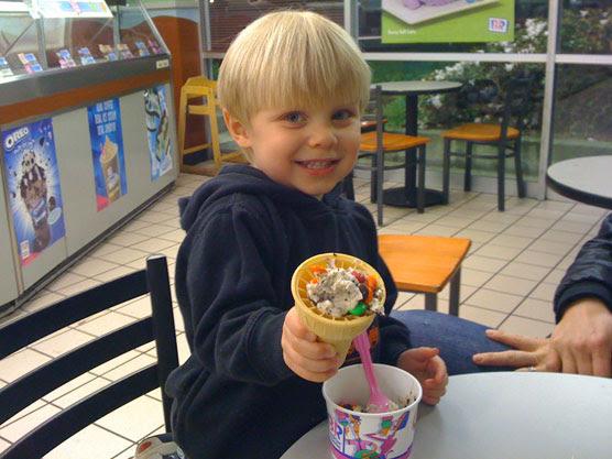 fashion girl: fat man eating ice cream