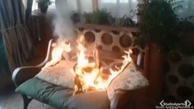 Móvel em chamas (Studio Aperto Mediaset.it)