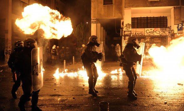 Εξάρχεια: Μολωτοφ, πέτρες και βανδαλισμοί σε βάρος Αστυνομικών διμοιρίας