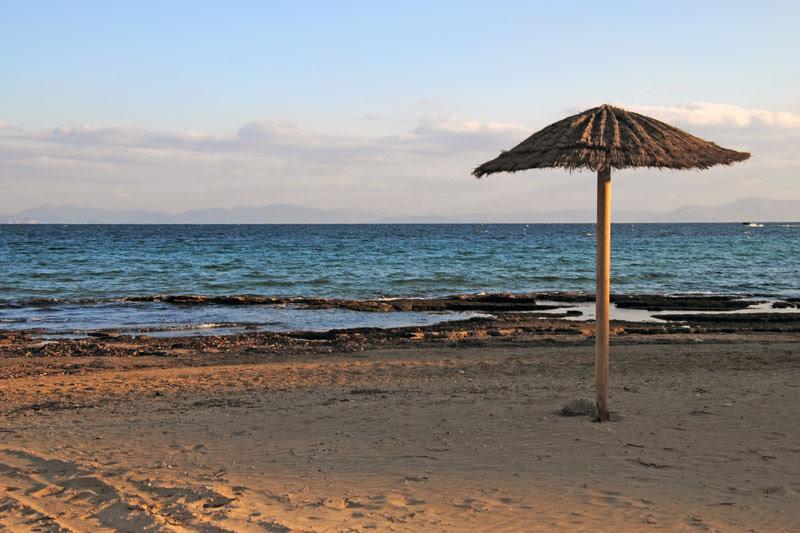 ΜΑΡΙΚΕΣ: Ένας γιατρός στην παραλία κατάφερε να τον αναστήσει!
