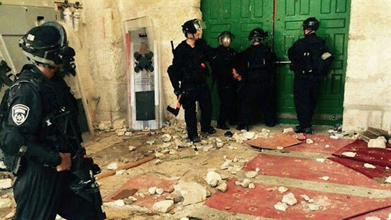 benterok Masjid al Aqsha tgl 26-07 - kerusakan di bag luar Masjid 1