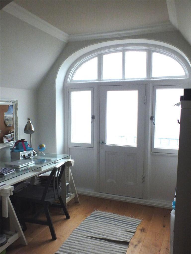 Zoella's office