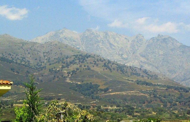 File:Cara sur del Almanzor.JPG