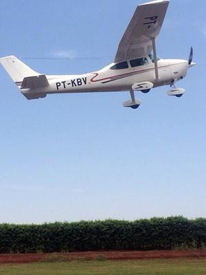 Avião que caiu em Bueno Brandão aparece em foto em perfil de piloto em rede social (Foto: Reprodução Instagram)