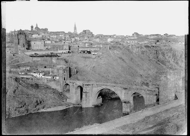 Puente de San Martín de Toledo en 1858. Fotografía de Gustave de Beaucorps. Bibliotheque Nationale de France (alta resolución)
