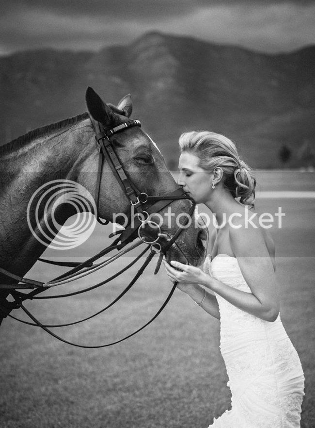 http://i892.photobucket.com/albums/ac125/lovemademedoit/welovepictures/ValDeVie_Wedding_032.jpg?t=1338384314