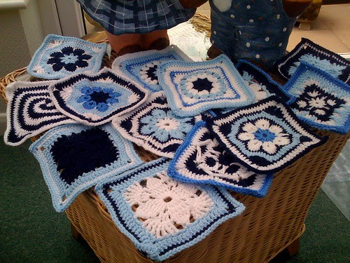 What a great selection of Squares from Denise (France) arrived this morning for our future 'Blue and White' Challenge. Thank you.