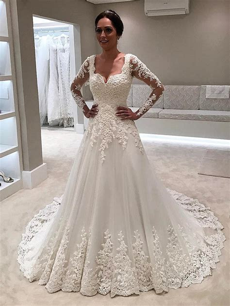 Elegant White Lace Long Sleeves Bridal Gown