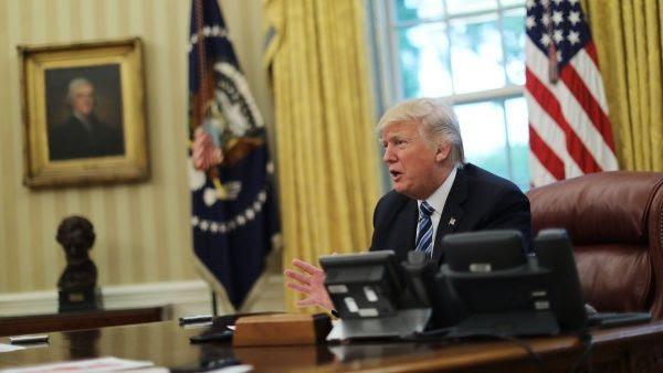Donald Trump en entrevista desde el Despacho Oval de la Casa Blanca.